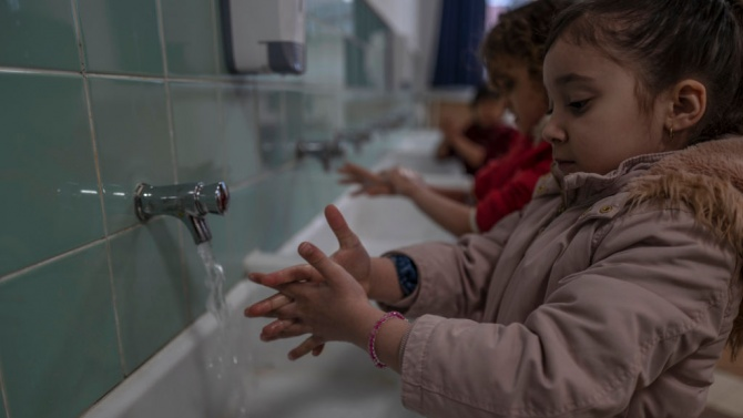 Общината осигури маски и дезинфектанти за детските градини в Кубратско