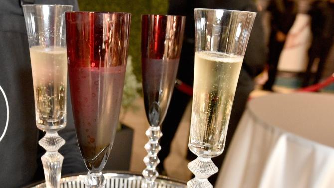 COVID-19 удари шампанското