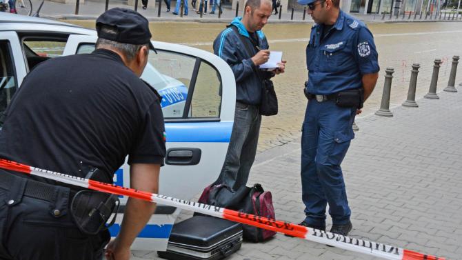 Празен куфар вдигна на крак екпите за борба с тероризма