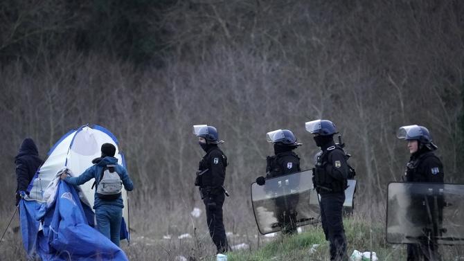 Във френската столица Париж тази рано сутрин бе евакуиран лагер