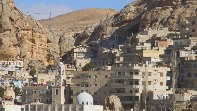 Най-малко четирима души са загинали при нанесените вчера от израелската