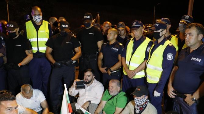 """Протестиращите на АМ """"Марица"""" заплашвали полицаите: Ще се върнем за вас!"""