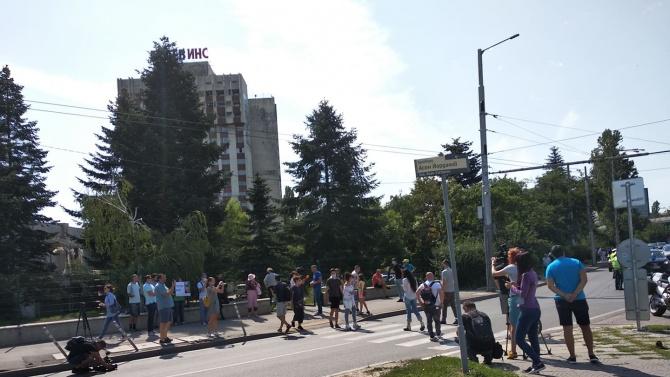 """На живо: Напрежение пред """"Тех Парк"""", където се състои Националната среща на ГЕРБ"""