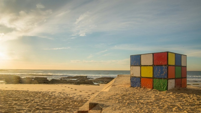 Индиец подобри световния рекорд за редене на кубчета на Рубикпод вода
