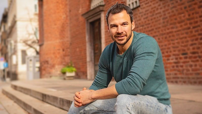 Актьорът Ивайло Захариев, станал известен с ролята си на Мартин