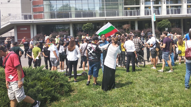 """Напрежение пред """"Тех Парк"""", където се състоя Националната среща на ГЕРБ"""
