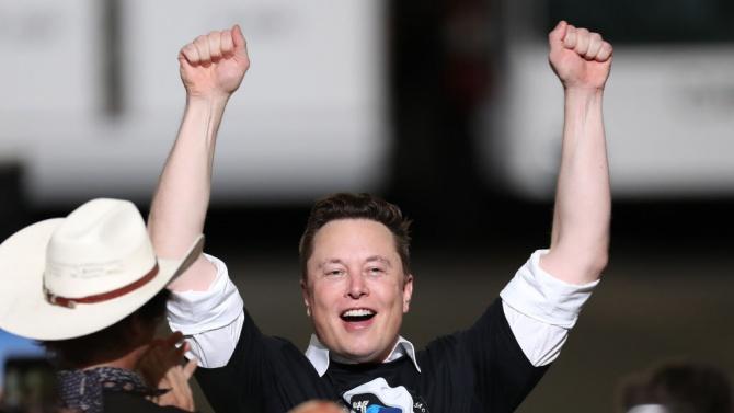 """Собственикът на """"Спейс Екс"""" и """"Тесла"""" Илон Мъск Ѝлон Рийв"""