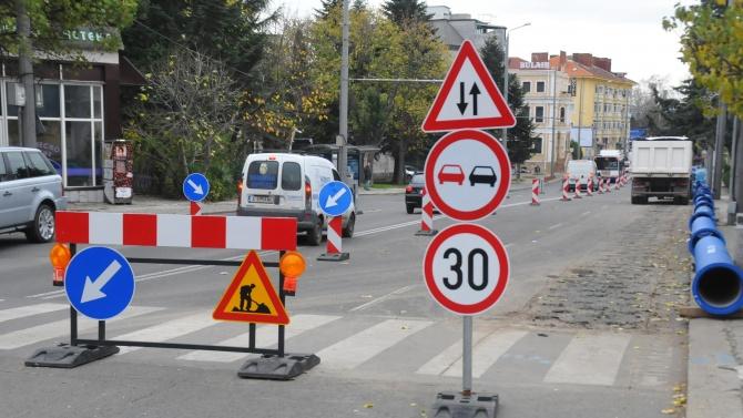 """Извършват се текущи ремонти по основни улици в район """"Искър"""""""