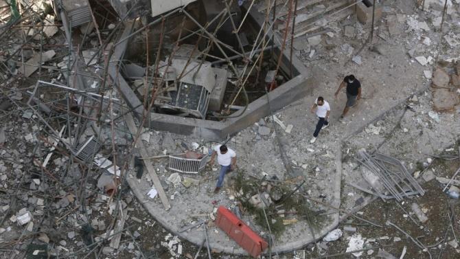 Спасителни екипи търсят оцелели след трагедията в Бейрут