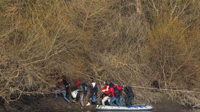 Турската брегова охрана е спасила днес 74 мигранти в Егейско