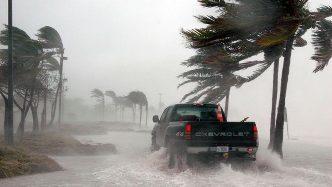 Бурята Исаяс донесе силни дъждове и ветрове в Канада, след като причини смъртта на шест души в САЩ