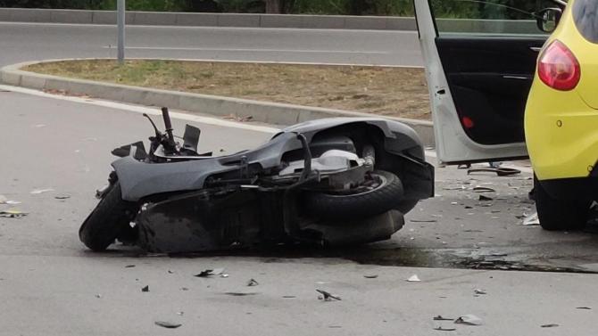 26-годишен мотоциклетист и неговата 17- годишна спътничка пострадаха при пътен