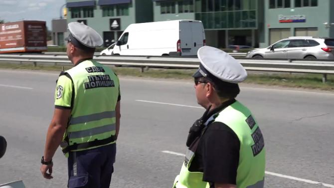 Пътна полиция обяви нова акция, предупреди и за блокадите на протестиращите