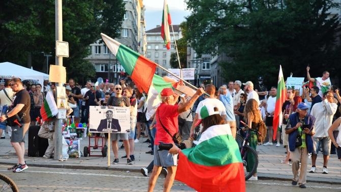 Нов протест в центъра на София, полицията задържа мъж