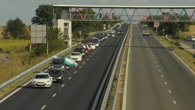 В Ловешко протестиращи блокираха движението на пътя София - Варна