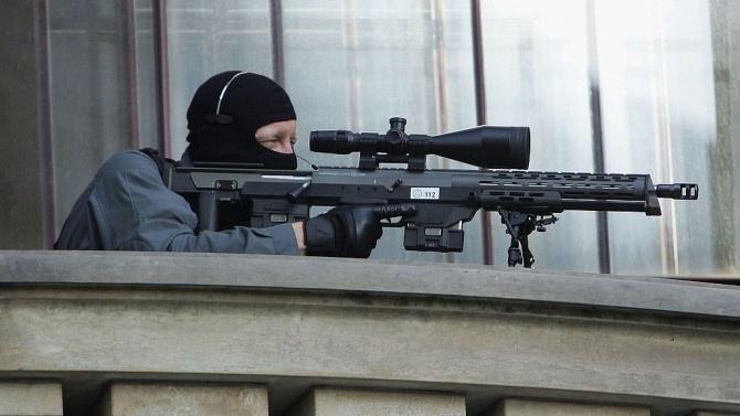 Въоръжен мъж взе заложници в банка във френския град Хавър,