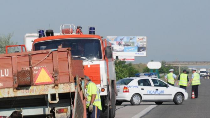 Челна катастрофа между трактор и кола в Бургаско