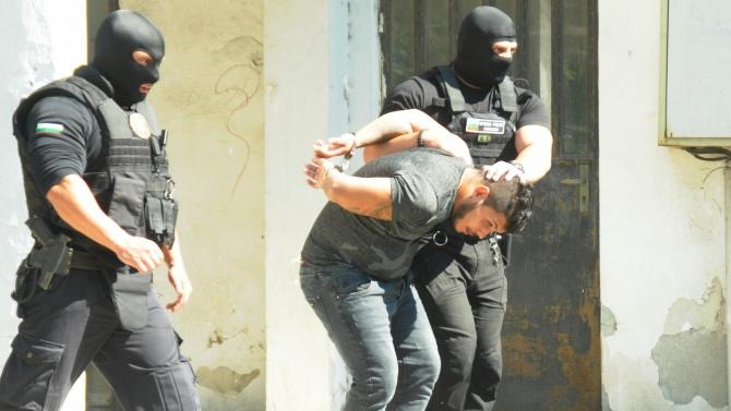 Трима души са задържани при спецоперация в Кърджали
