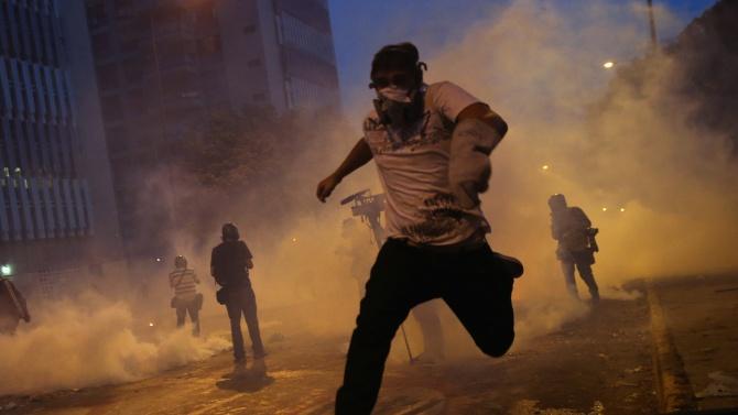 Ливанските сили на реда разпръснаха снощи със сълзотворен газ десетки