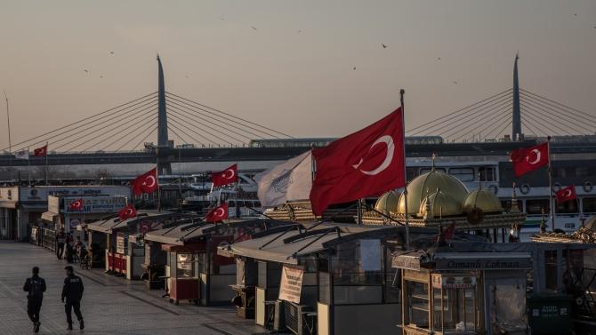 Към момента 623 766 турци са поставени под карантина заради