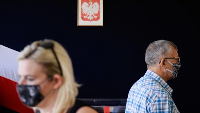 Полша изключва налагането на нова национална карантина, въпреки ръста на случаите на COVID-19
