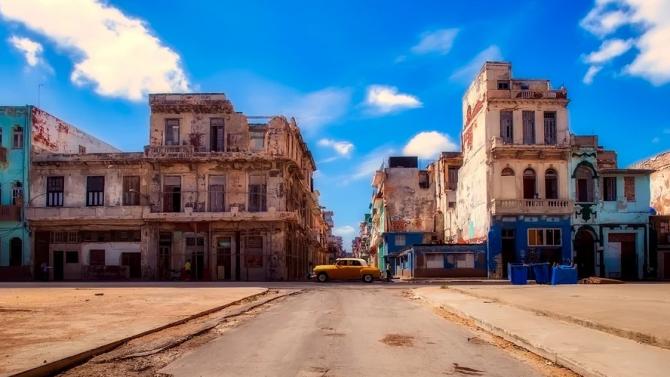 Със затворени за търговски полети летища и затъваща икономика, Куба