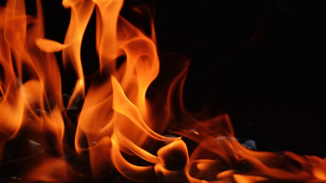 Пожар гори на старо сметище край великотърновското село Шереметя