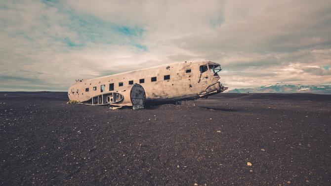 Намерени са черните кутии на разбилия се в Индия самолет
