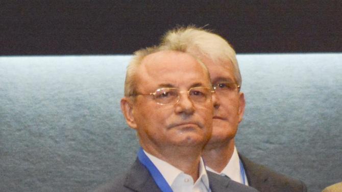 """Почетният председател на ДПС Ахмед Доган изненада плажуващите на""""Росенец"""", като"""