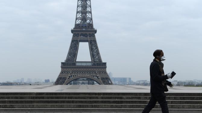 Маските на открито стават задължителни в оживени зони в Париж