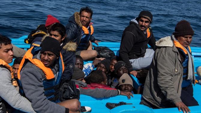 Френските власти спасиха 33-ма мигранти в Ламанша