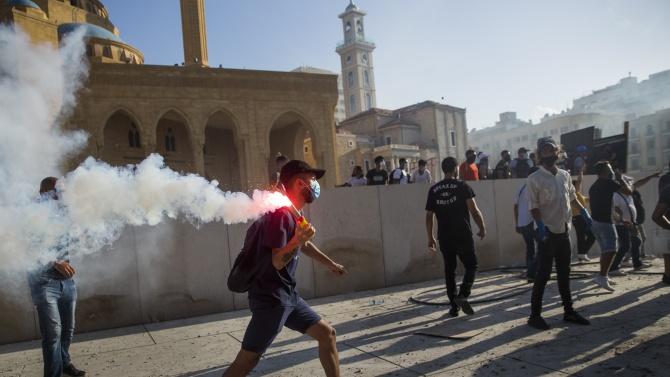 Хиляди ливанци излязоха на антиправителствени протести в Бейрут. Над 100 души са ранени