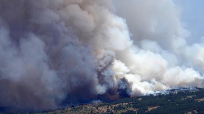 Пожарникари успяха да спасят от огъня евакуираното село в Хасковско