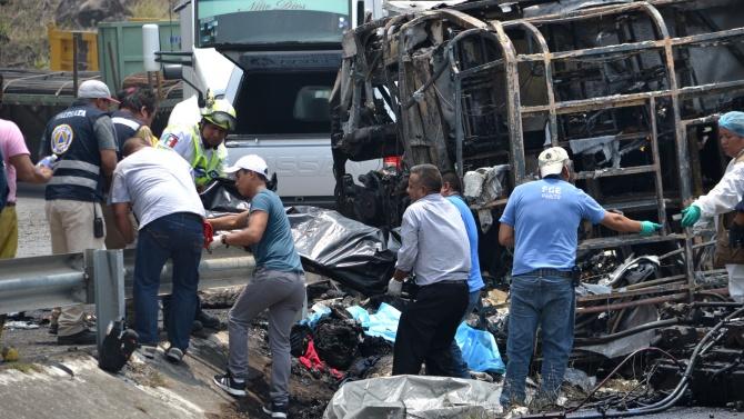 Един загинал и десетки ранени при катастрофа с полски автобус в Унгария