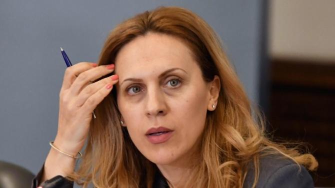 Вицепремиерът и министър на туризма Марияна НиколоваМарияна Николова е родена