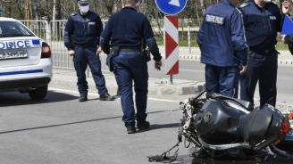 Моторист е тежко ранен след катастрофа с автобус в София