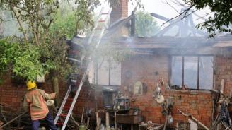 Пожари в пет стралджански села изпепелиха къщи и стопански постройки