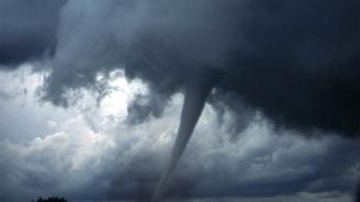Торнадо взе две жертви близо до канадския град Вирден