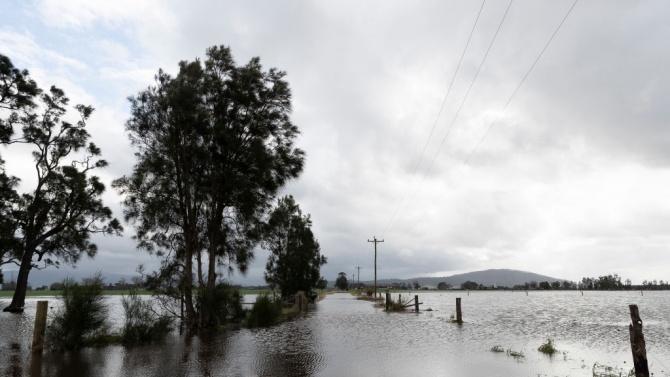 Гръцки спасителни екипи и днес продължават да търсят хора, останали