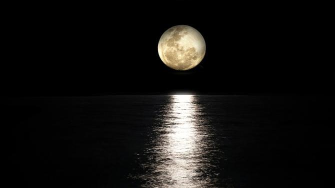 Французин възпроизведе миризмата на Луната