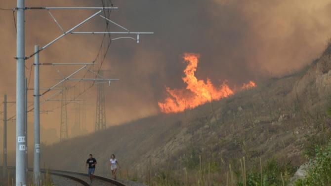 36 пожара в страната гасят огнеборците към момента