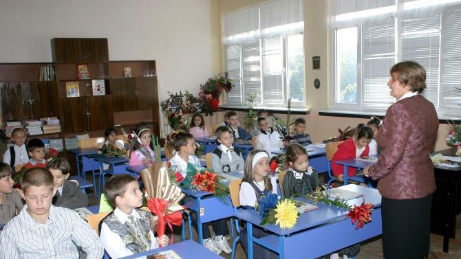Стартът на новата учебна година ще е в реална училищна