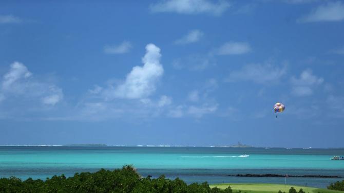 Спря изтичането на петрол от кораба до Мавриций