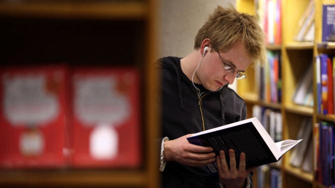 Над 600 книги са дарили перничани за един ден