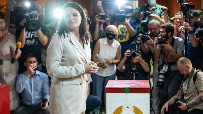 Водачът на беларуската опозиция Светлана Тихановска е в безопасност. Тя
