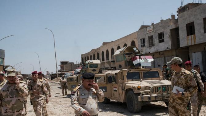 Двама висши иракски офицери бяха убити вчера при удар на