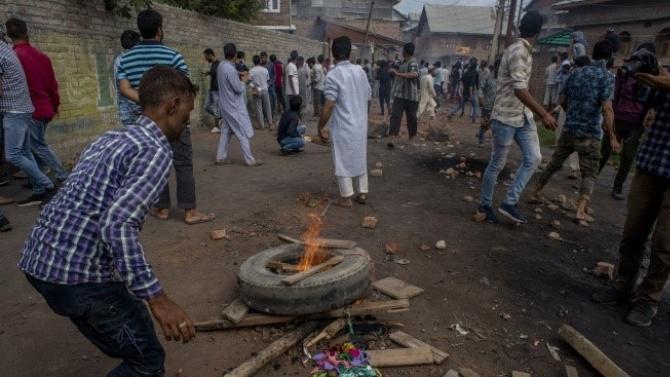 Трима души са убити при сблъсъци в Южна Индия заради пост във Фейсбук