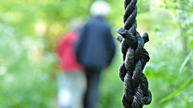 Мъж се обеси в парк в Пловдив