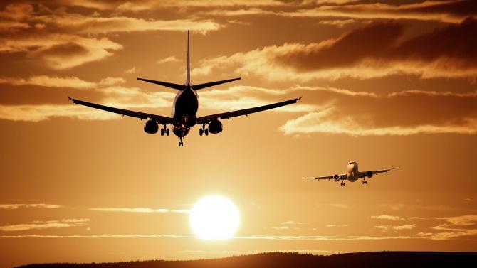 Летищата във Варна и Бургас отчитат общ спад на полетите с над 70% до края на юли