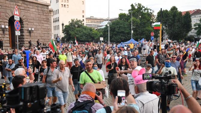 НА ЖИВО: 35-ти ден на протести в столицата, демонстрация със затворени очи пред немското посолство
